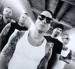 Raised Fist (groupe/artiste)