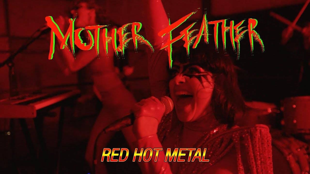 Mother Feather chauffé à blanc (ou rouge) (actualité)