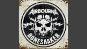 Airbourne s'amuse derrière -