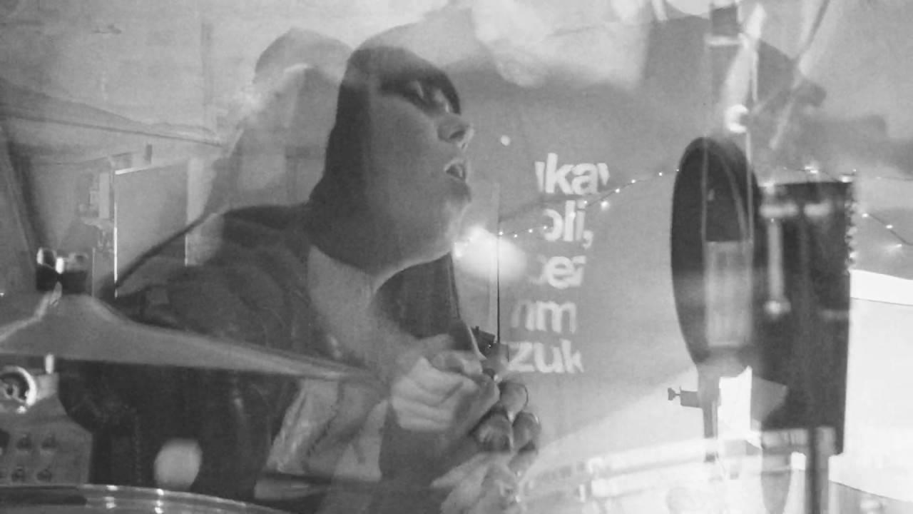 Mono &  A.A. Williams dans le noir -