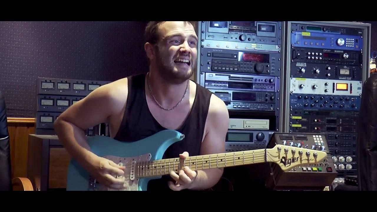 "United Guitars un appart' avec vue - ""I Live in A Flat by The River"" (actualité)"
