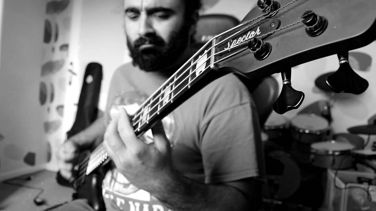 Nebulizar joue de la basse à distance -